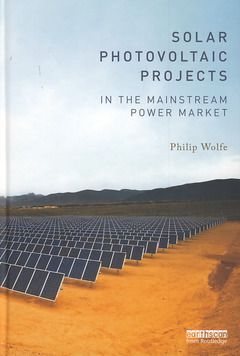 Couverture de l'ouvrage Solar photovoltaic projects in the mainstream power market