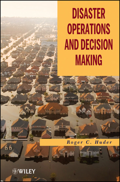 Couverture de l'ouvrage Disaster operations and crisis decision making (hardback)