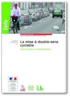Couverture de l'ouvrage La mise à double-sens cyclable. Guide pratique et méthodologique (Coll. Références CERTU N° 118)