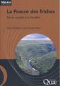 Couverture de l'ouvrage La France des friches. De la ruralité à la féralité (Coll. Matière à débattre et à décider)